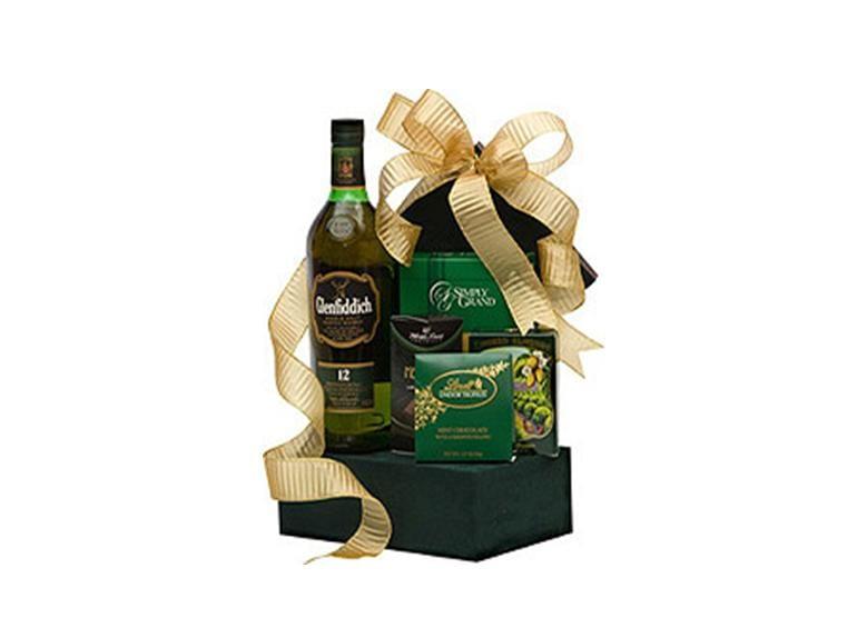 Glenfiddich to the Finish Scotch Gift Basket, GLENFIDDIch gift basket, scotch gift basket, green gift basket, engraved glenfiddich